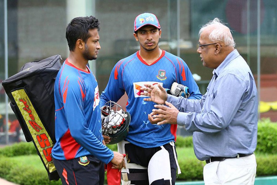 Nazmul Abedeen Fahim (right) seen along with cricketer Shakib Al Hasan and Soumya Sarkar — Photo via UNB