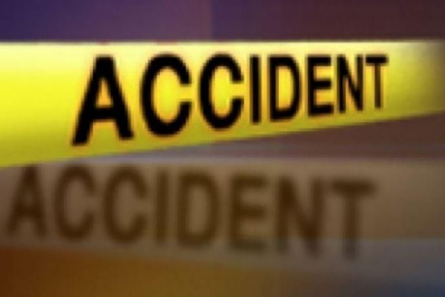 Four die as bus crashes into truck in Gopalganj