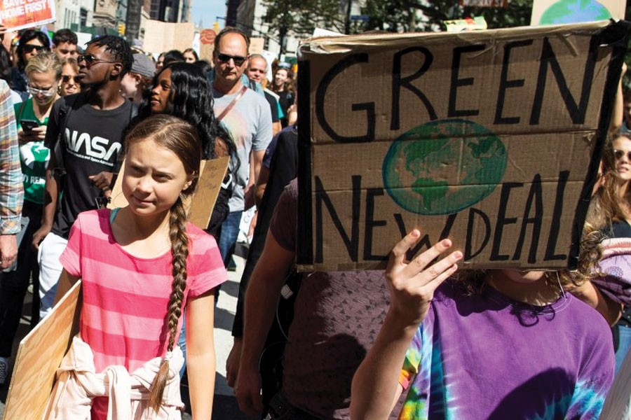 Swedish environmental activist Greta Thunberg, left, takes part during the Climate Strike, on September 20, 2019 in New York.           —Photo: AP