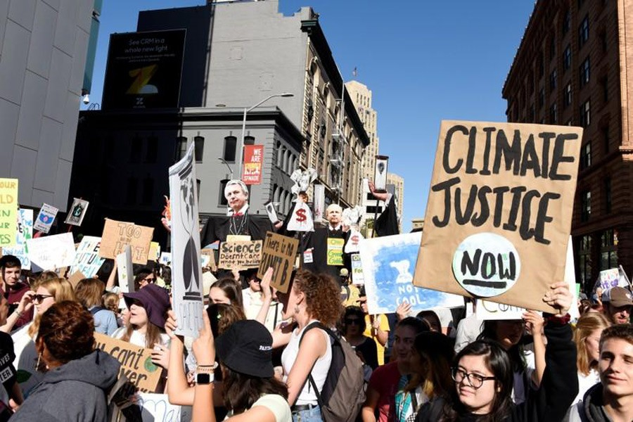 Young people protest outside of the San Francisco Federal Building during a Climate Strike march in San Francisco, US, September 20, 2019. Reuters/File Photo