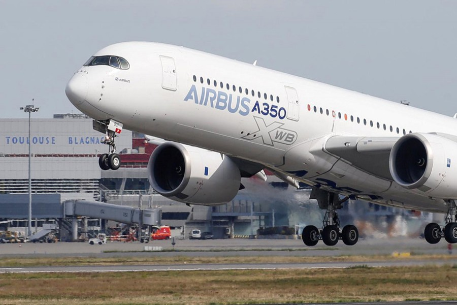 An Airbus A350 takes off at the aircraft builder's headquarters in Colomiers near Toulouse, France, September 27, 2019. Reuters/File Photo