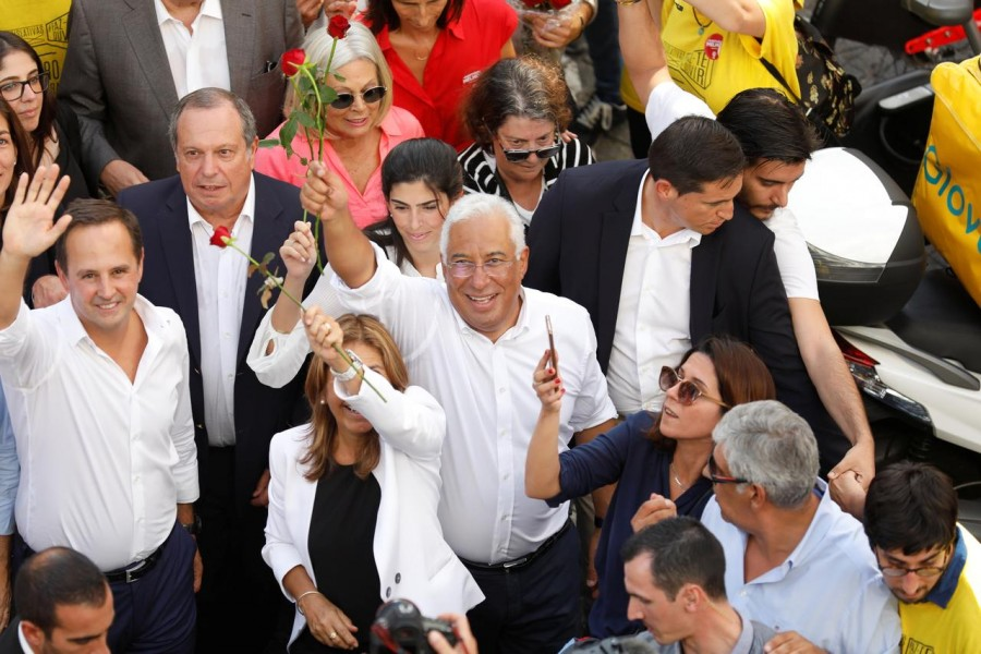 Portugal's Prime Minister and Socialist Party (PS) candidate Antonio Costa meets supporters as part of the last day of campaigning ahead of Portugal's general election, at downtown Lisbon, Portugal October 4, 2019. REUTERS/Rafael Marchante