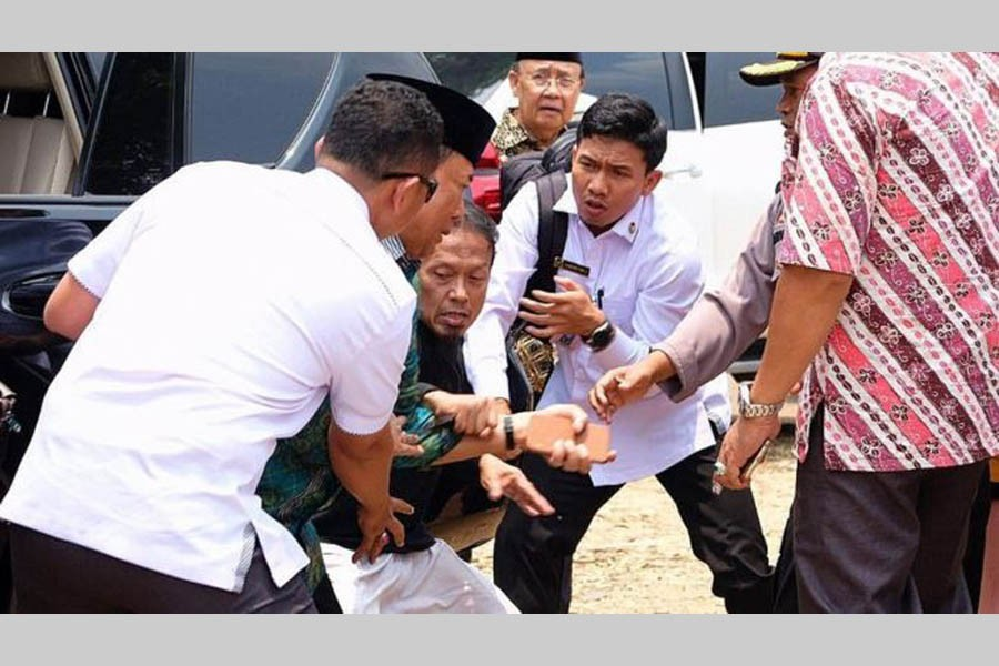 Indonesia security minister stabbed by 'IS radical'