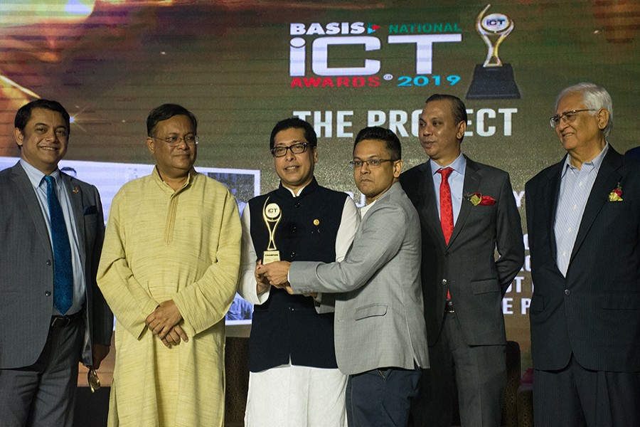 Mirajul Huq, CEO of Bagdoom receiving the award from Mr. Farhad Hossain, State Minister for Public Administration.