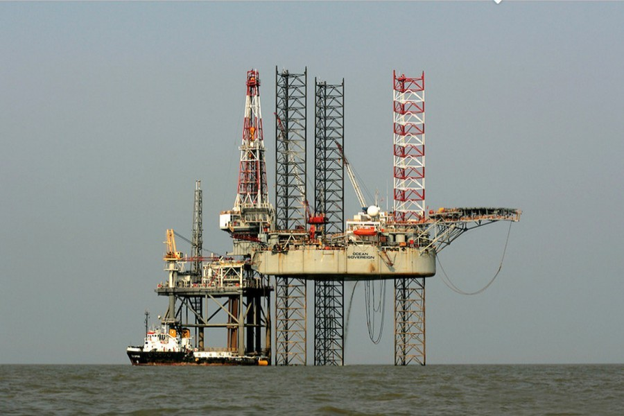 Representational photo shows a gas rig operated by Diamond Resources and contracted to Cairn Energy plc, about 15 miles off Chattogram in the Bay of Bengal. Courtesy: Jiri Rezac