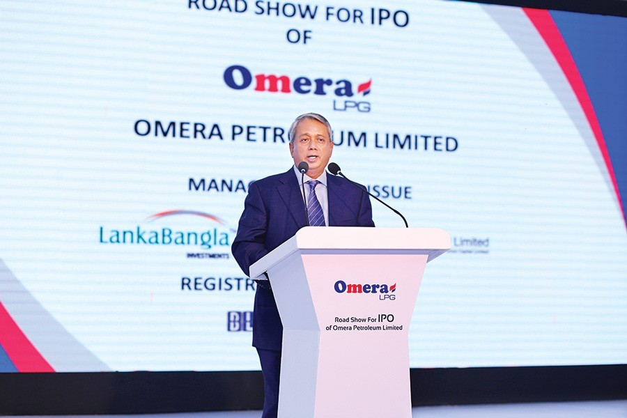 Azam J Chowdhury, director of Omera Petroleum Limited, addressing the IPO road show of the company on Sunday
