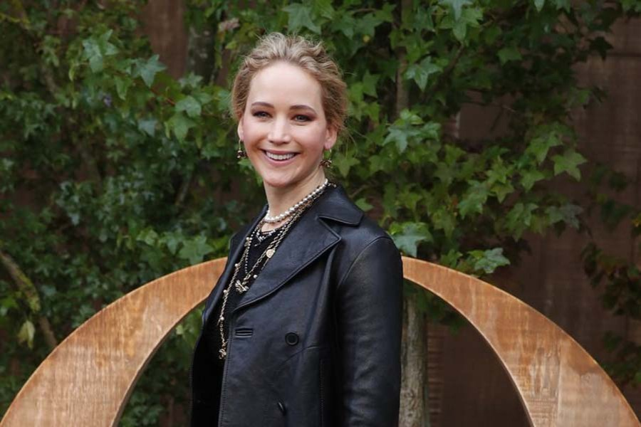 Jennifer Lawrence marries art dealer Cooke Maroney