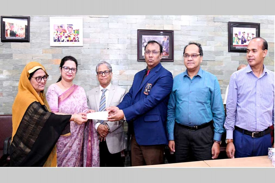 Daughter of Hossain Jamal Prof Dr Lafifa Jamal of the Department of Robotics & Mechatronics Engineering of DU handed over a cheque for Tk 1.0 million to DU Treasurer Prof Dr Md Kamal Uddin at the Vice-Chancellor's office to set up Hossain Jamal Memorial Trust Fund recently.