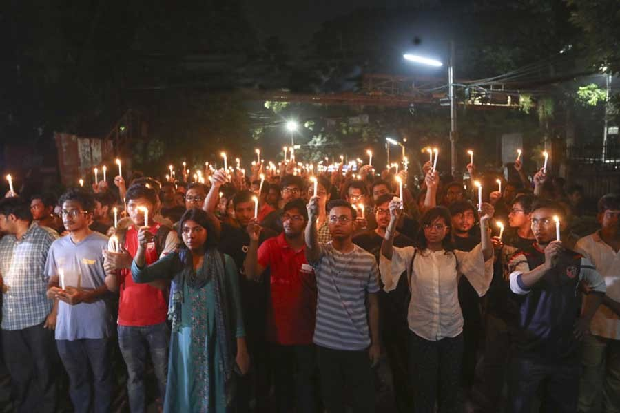 BUET students marched in a silent procession carrying lit-up candles on the campus on October 08, 2019 to register their protest against the murder of their peer Abrar Hossain.                —Photo: bdnews24.com