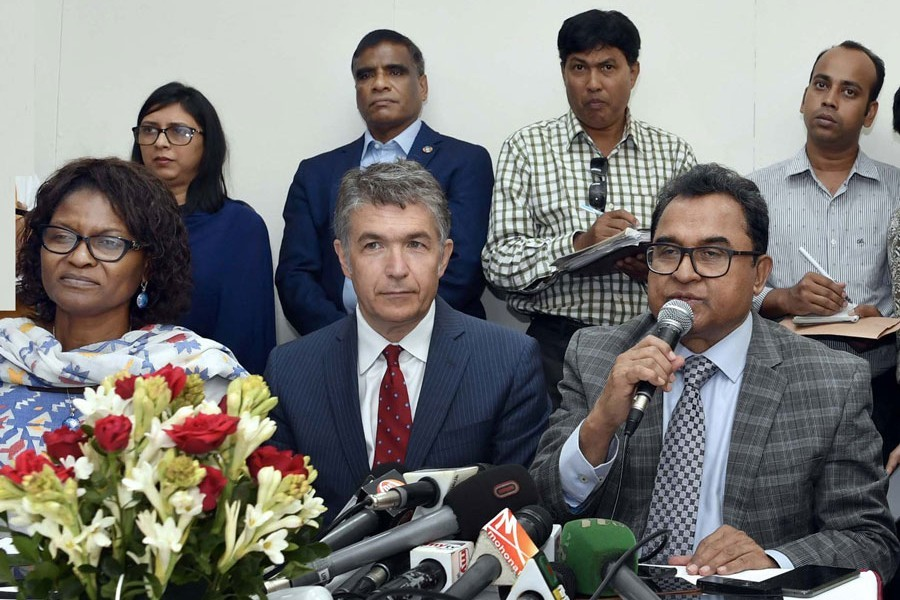 Finance Minister AHM Mustafa Kamal briefing reporters after a meeting with World Bank executive directors at Sonargaon Hotel in the city on Sunday — PID