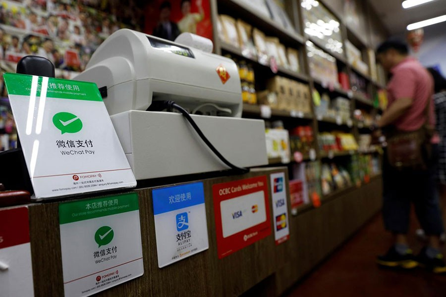 China's Alipay, WeChat open to international cards