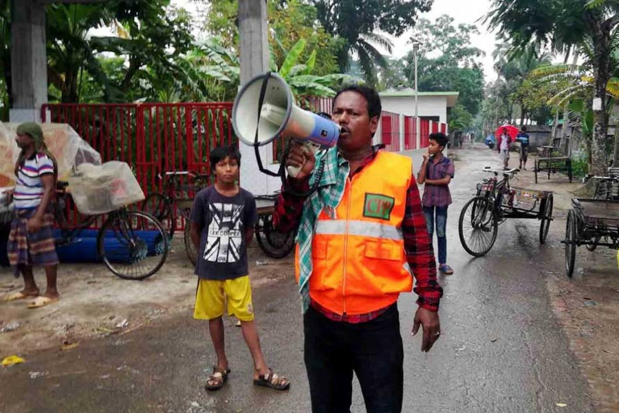 A volunteer of Cyclone Preparedness Programme (CPP) announces over loud speaker at Sarankhola upazila in Bagerhat on Friday afternoon, Nov 08, 2019. Photo: UNB