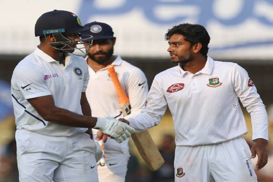 India extends lead to 343 at end of day 2