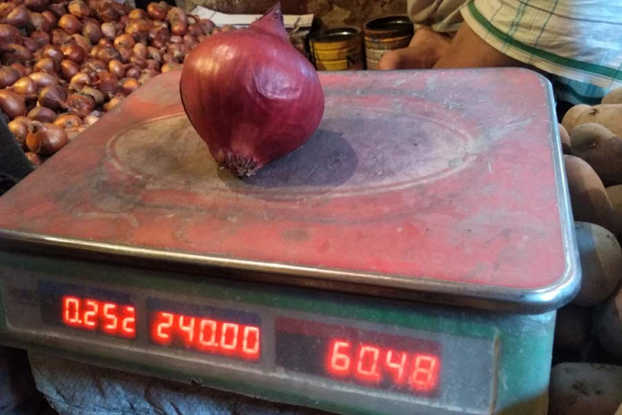 Onion price in wholesale markets remains almost unchanged