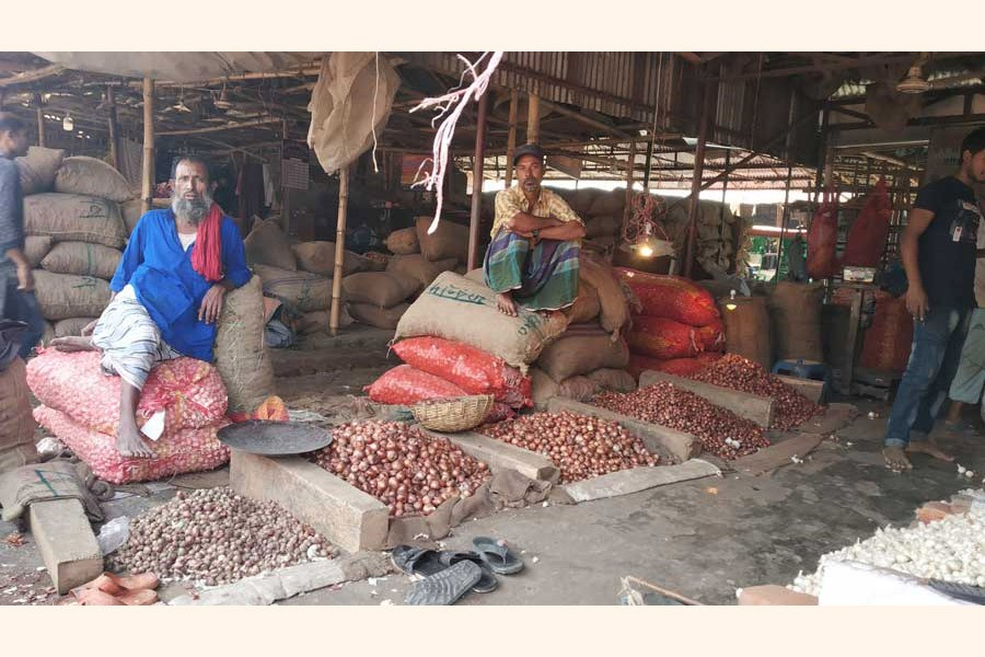 Onion sellers at the Khulna town's Sonadangga Kancha Bazar waiting for buyers at their shops 	— FE Photo
