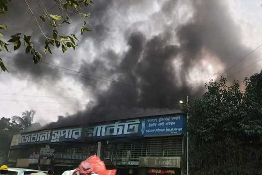 Fire  breaks out at Rajdhani Supermarket