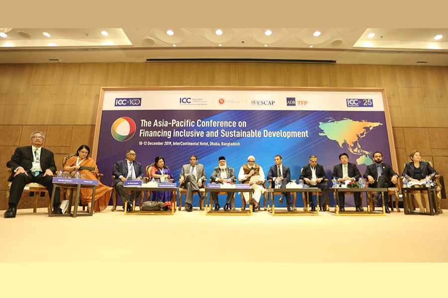 Prime Minister's Private Industry and Investment Adviser Salman Fazlur Rahman (7th from left), ICC, Bangladesh President Mahbubur Rahman (6th from left) and other guests seen at a session of 'The Asia-Pacific conference on financing inclusive and sustainable development' at a city hotel on Wednesday — FE photo