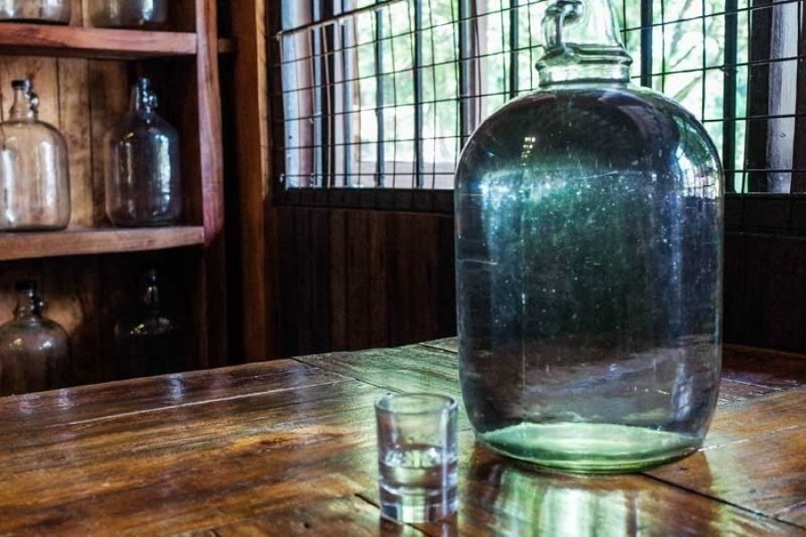 The poisoning occurred in Laguna and Quezon, two provinces south of Manila, and all had consumed lambanog, a drink popular in provinces and consumed widely during holidays and celebrations - Internet photo