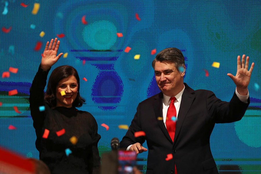 Zoran Milanovic waves next to his wife after first results were announced during the run-off of Croatia's presidential election in Zagreb, Croatia on January 5, 2020 — Reuters photo