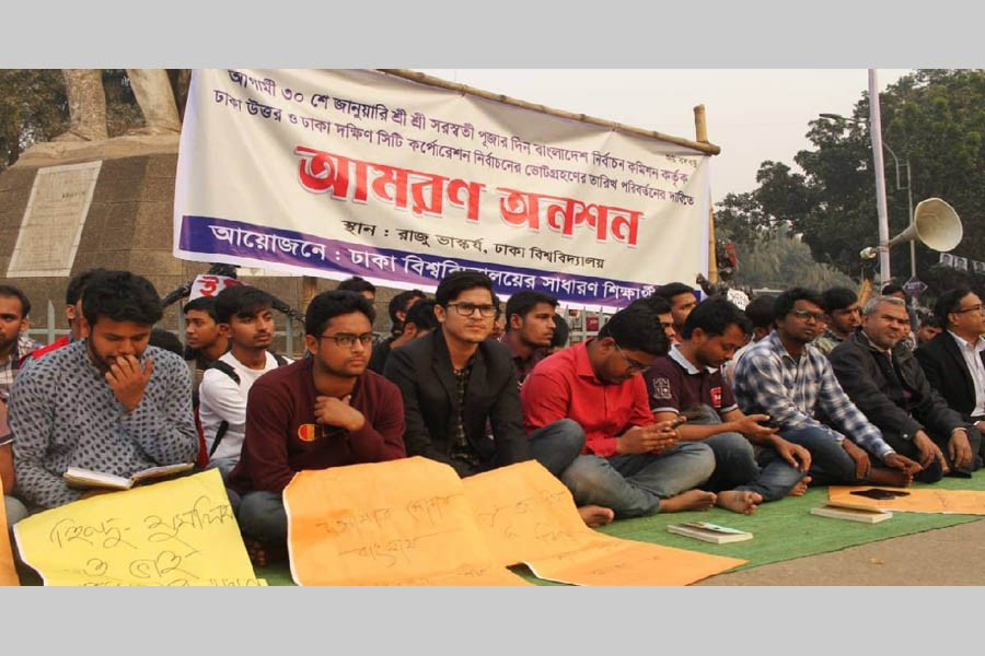 City Polls: 10 DU students fall sick during hunger strike