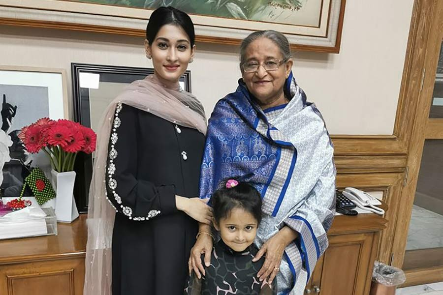 Shakib receives food cooked by PM