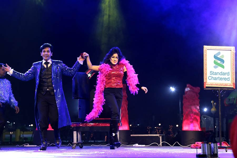 StanChart hosts magical entertainment show