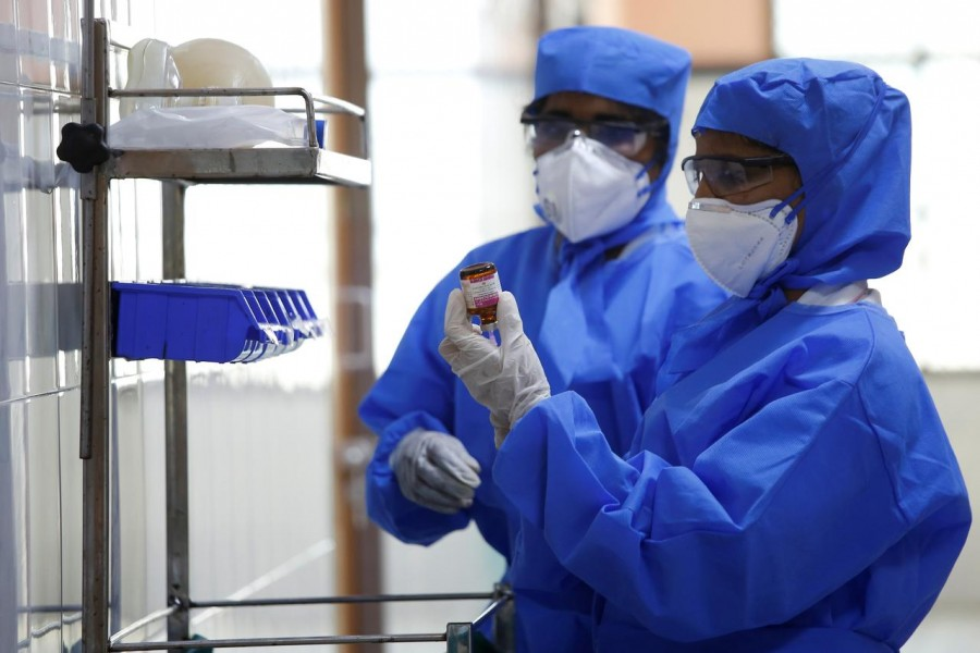 Medical staff with protective clothing are seen inside a ward specialised in receiving any person who may have been infected with coronavirus, at the Rajiv Ghandhi Government General hospital in Chennai, India, January 29, 2020. Reuters/File photo