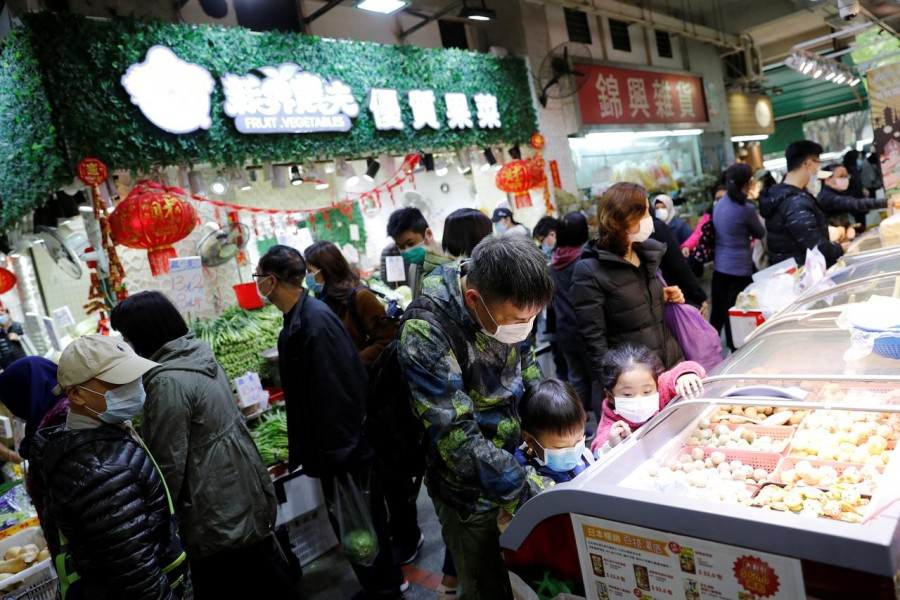 Customers wear masks as they are buying foods at a food market in Hong Kong, China . REUTERS/Tyrone Siu/File Photo
