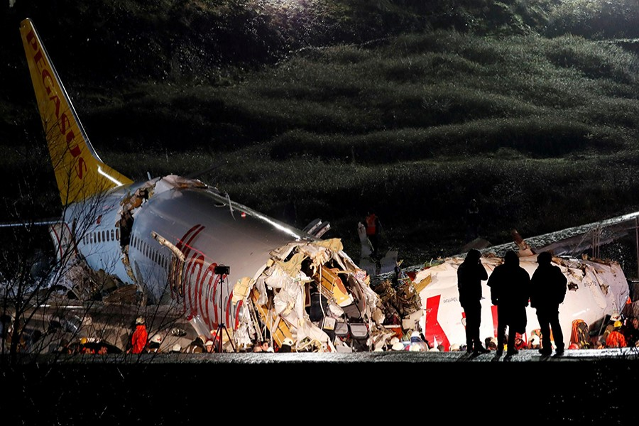 Police officers inspect the Pegasus Airlines Boeing 737-86J plane, that overran the runway during landing and crashed, at Istanbul's Sabiha Gokcen airport, Turkey on February 5, 2020 — Reuters photo