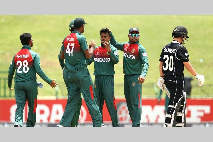 ICC under-19 World Cup: Bangladesh chasing target of 212 against NZ