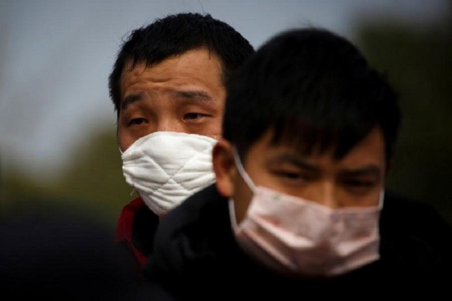 People coming from the Hubei province wait at a checkpoint at the Jiujiang Yangtze River Bridge in Jiujiang, Jiangxi province, China, as the country is hit by an outbreak of a new coronavirus, February 01, 2020. — Reuters/Files