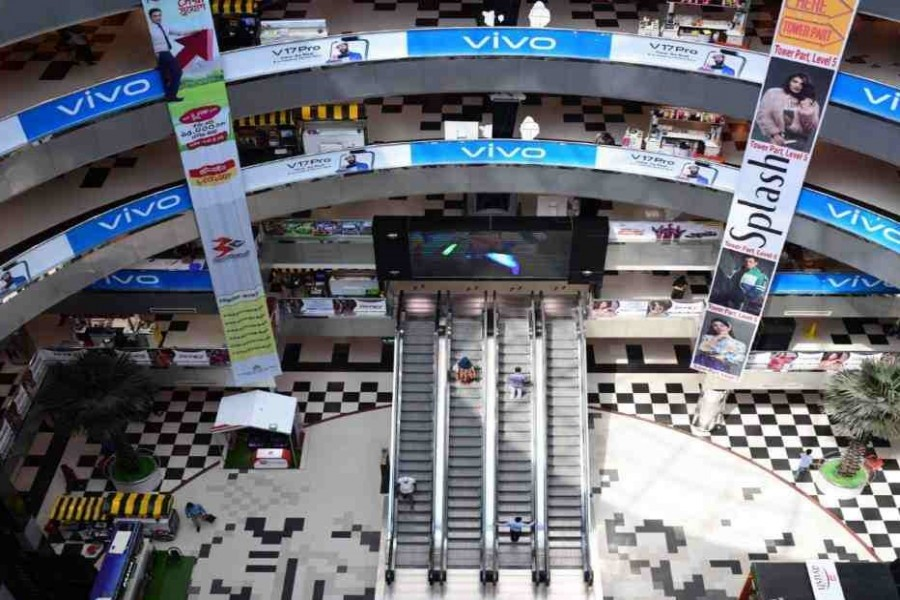 Closure of shopping malls in capital extends until April 4