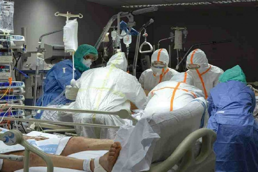 Spain hit by record virus deaths