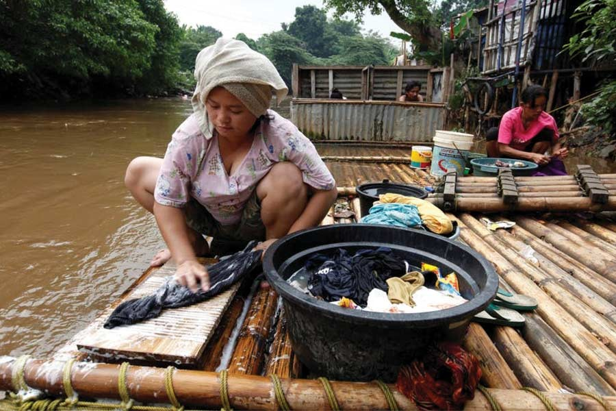 Women living below the poverty line will be empowered by UBI.  —Photo: Reuters
