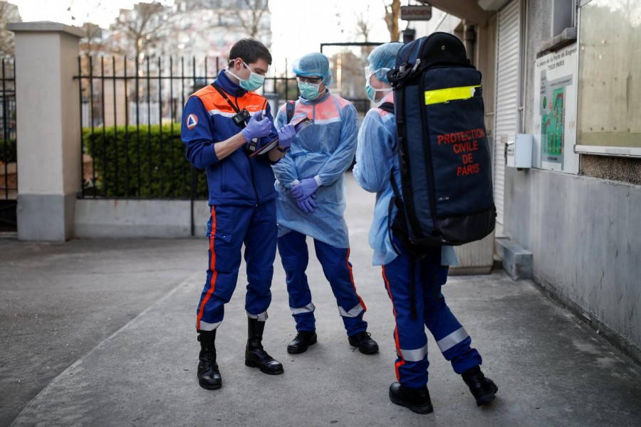 FILE PHOTO: Members of the French Civil Protection service arrive on site for a rescue operation in Paris, as the spread of the coronavirus disease (COVID-19) continues in France, April 4, 2020. REUTERS/Benoit Tessier