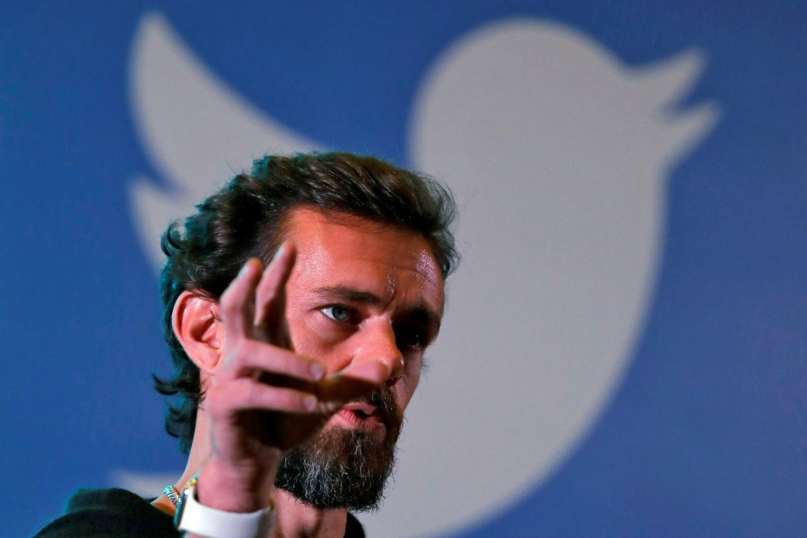 Technology News June 11, 2019 / 11:41 PM / 10 months ago Twitter chief Jack Dorsey helps UK refugee entrepreneurs take payments Paul Sandle  3 Min Read  LONDON (Reuters) - Square, the payments company co-founded by Twitter chief executive Jack Dorsey, has launched an initiative to enable refugee entrepreneurs to accept card and mobile payments, to help get their businesses off the ground. FILE PHOTO: Twitter CEO Jack Dorsey addresses students during a town hall at the Indian Institute of Technology (IIT) in New Delhi, India, November 12, 2018. REUTERS/Anushree Fadnavis