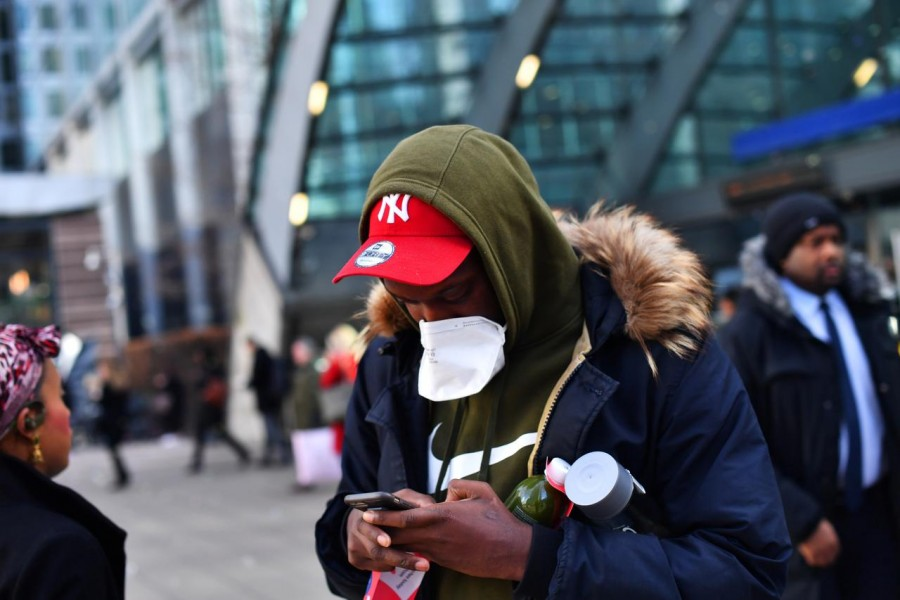 Commuters walk through Canary Wharf, as the number of coronavirus cases grow around the world and as European stocks plunge into bear market territory, in London, Britain March 9, 2020. REUTERS/Dylan Martinez