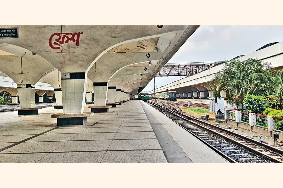 Unusual times, unusual happenings: The bleak and desolate looking Kamalapur railway station on Friday noon. Home-going people in their thousands scramble to ride trains at this station on the eve of every Eid-ul-fitr celebration. — FE photo
