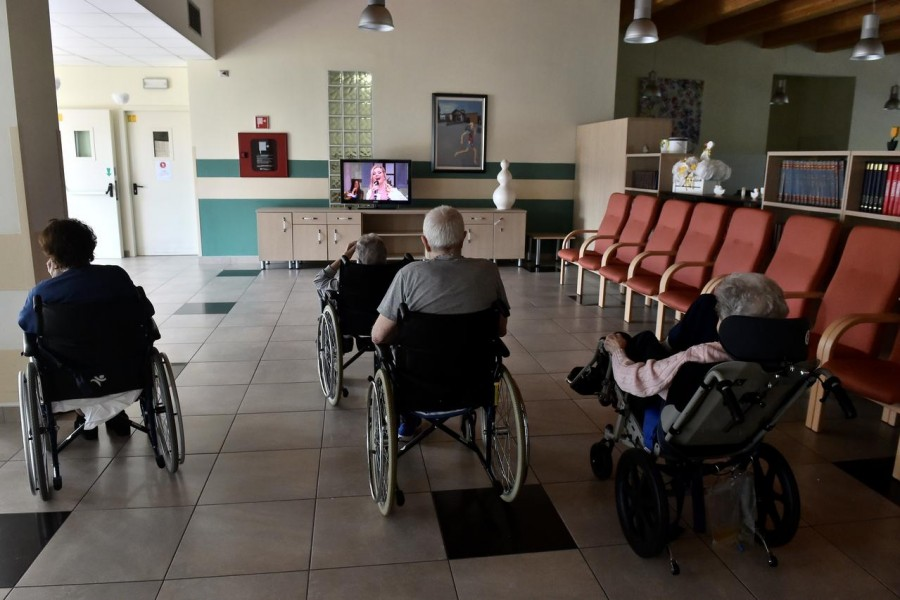 Guests of a nursing home watch television, as the spread of the coronavirus disease (COVID-19) continues in Capralba, near Cremona, Italy May 22, 2020. REUTERS/Flavio Lo Scalzo