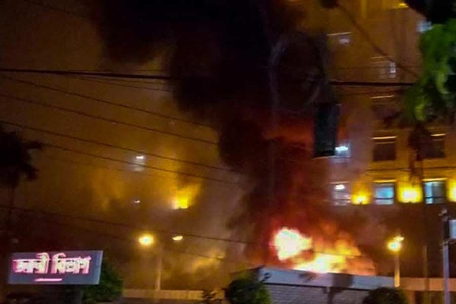 United Hospital in Dhaka catches fire