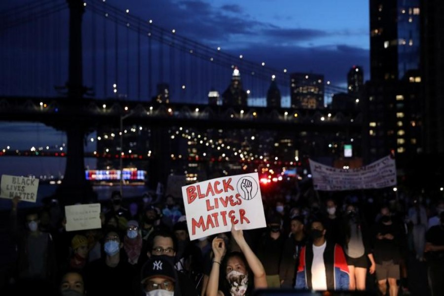 Protesters rally against the death in Minneapolis police custody of George Floyd, in the Manhattan borough of New York City, U.S., June 1, 2020. REUTERS/Caitlin Ochs