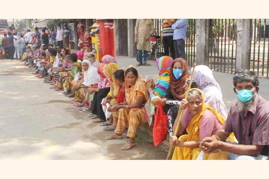 Poor people waiting for food in Dhaka—UNB Photo