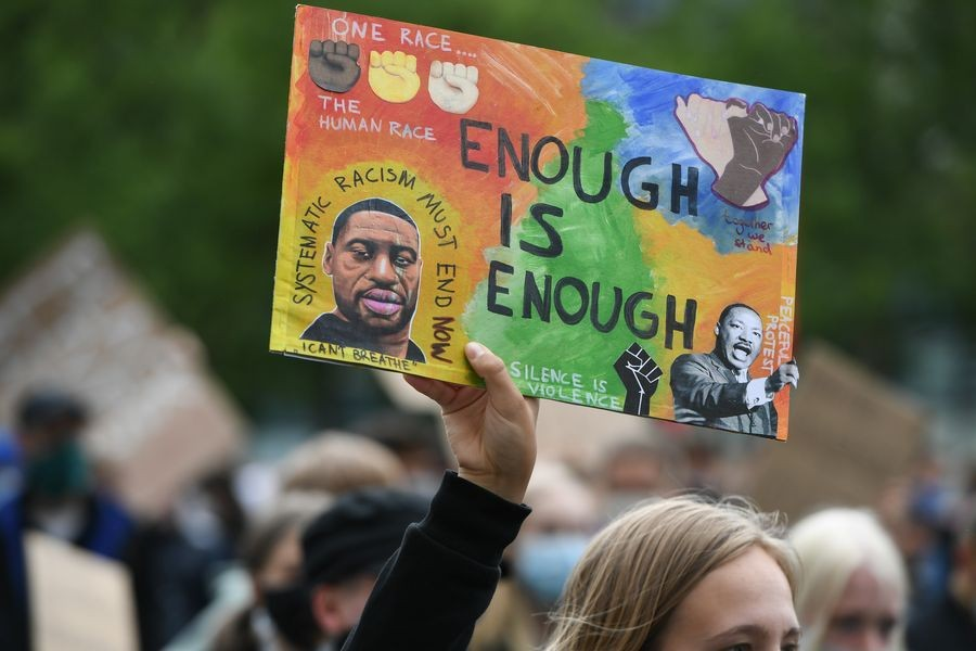 People take part in a protest over the death of George Floyd in Frankfurt, Germany, June 5, 2020. (Xinhua/Lu Yang)