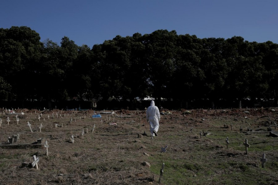A gravedigger walks by Sao Francisco Xavier cemetery during the outbreak of the coronavirus disease (Covid-19), in Rio de Janeiro. Brazil on April 23, 2020 — Reuters/Files