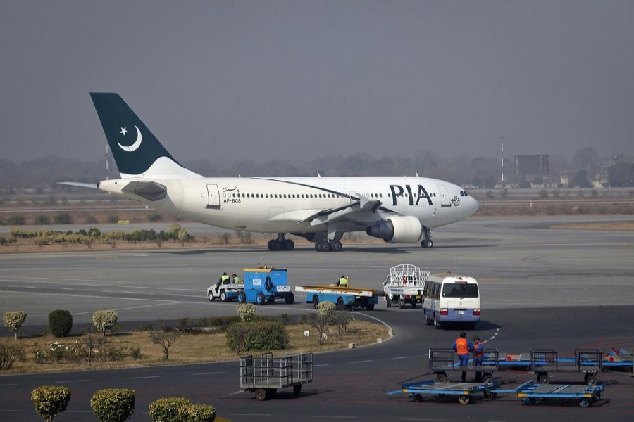 A Pakistan International Airlines (PIA) plane prepares to take off at Alama Iqbal International Airport in Lahore February 01, 2012 — Reuters/Files