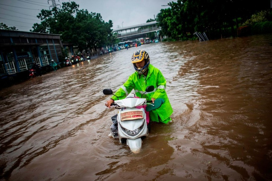 15 dead in Indonesia flash flood