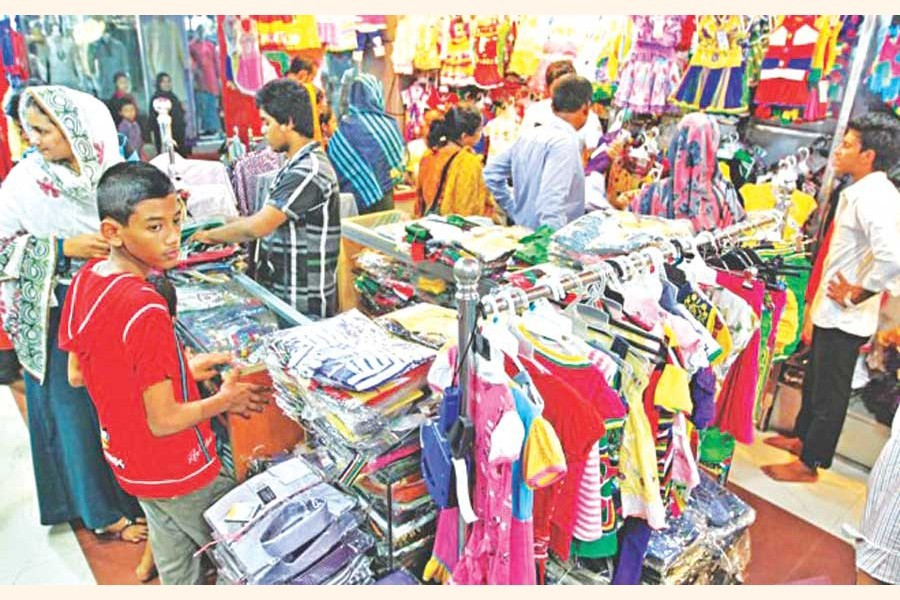 With Eid only a day away, Ctg small traders look for buyers