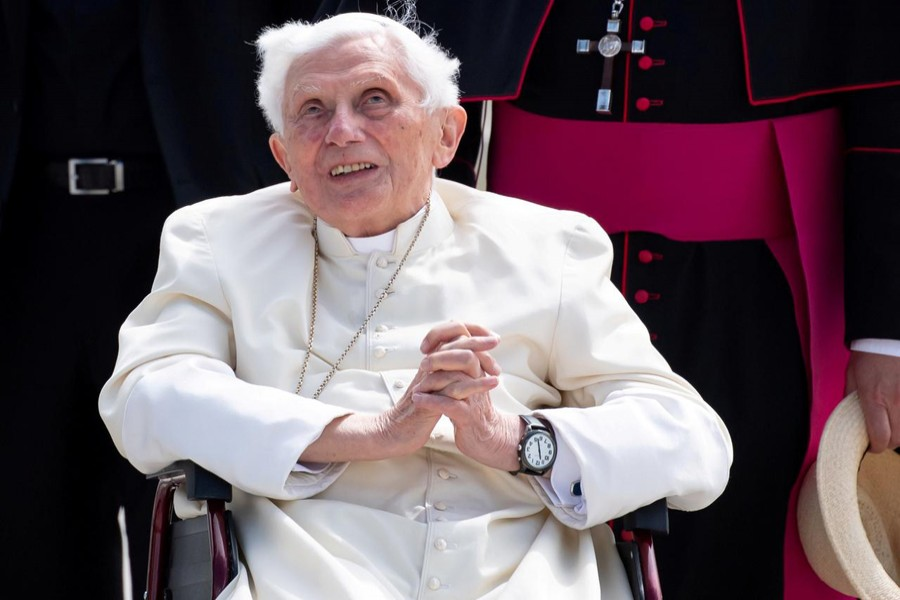FILE PHOTO: Pope Emeritus Benedict XVI gestures at Munich Airport before leaving for Rome, June 22, 2020. Sven Hoppe/Pool via REUTERS