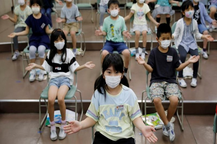 Students clap along instead of singing a song during a music class at Takanedai Daisan elementary school in Japan [File: Kim Kyung-Hoon/Reuters]