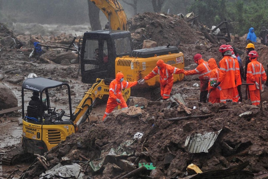 Rescue workers look for survivors at the site of a landslide during heavy rains in Idukki, Kerala, India on August 9, 2020 — Reuters photo